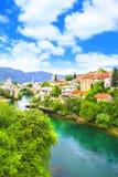 Alte Brücke der schönen Ansicht in Mostar auf dem Neretva-Fluss, Bosnien und Herzegowina Lizenzfreie Stockfotos
