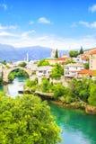 Alte Brücke der schönen Ansicht in Mostar auf dem Neretva-Fluss, Bosnien und Herzegowina Stockfoto