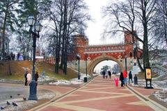 Alte Brücke in Tsaritsyno-Park in Moskau Lizenzfreie Stockfotos