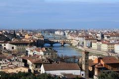 Alte Brücke und Fluss Arno, Florenz, Toskana Stockbild