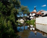 Alte Brücke und Haus in Tryavna stockbilder