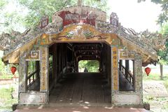 Alte Brücke in Vietnam Stockfotos