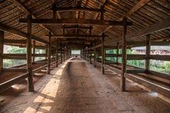 Alte Brückenbrücken Huaying-Flusses ---- Spielen Sie (Grenzbrücken) Brücken Plattform die Hauptrolle Lizenzfreies Stockfoto