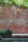 Alte braune Backsteinmauer Stockfoto