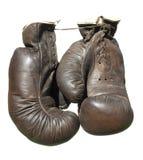 Alte braune Boxhandschuhe Stockfotos