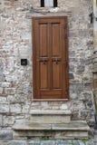 Alte, braune italienische Haustür Stockfoto