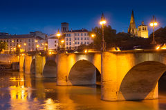 Alte Brücke über dem Ebro am Abend Logrono Lizenzfreie Stockbilder