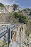 Alte Brücke des Steinbruchmarmors Stockfotos