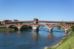 Alte Brücke von Pavia Stockbilder