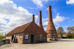 Alte Brennöfen und Fabrik Stockfotos