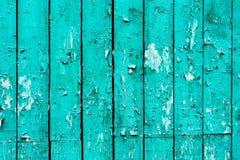 Alte Bretter mit gebrochener cyan-blauer Farbe Strukturierter hölzerner alter Hintergrund mit vertikalen Linien Hölzerne Planken  Stockfoto