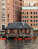 Alte Bretterbude in Boston-Hafen Lizenzfreie Stockfotografie