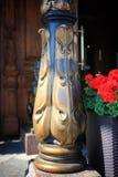 Alte Bronzespalte lizenzfreie stockbilder