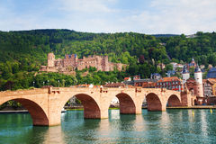 Alte Brucke, κάστρο, Neckar ποταμός στη Χαϋδελβέργη Στοκ Εικόνες