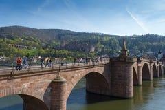 Alte Brucke attraverso il fiume il Neckar Immagini Stock Libere da Diritti