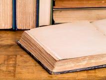 Alte Buch-Leerzeichen-leere Seite Stockfotos