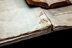 Alte Bucheinband-Weinlesebeschaffenheit lokalisierte verbindlichen Papierbuchstaben Yid des schwarzen Manuskriptes des Hintergrun Lizenzfreie Stockfotografie