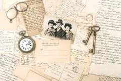 Alte Buchstaben und Postkarten, antikes Zubehör und Foto Lizenzfreie Stockbilder