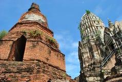 Alte Buddha-Pagode auf Hintergrund des blauen Himmels Stockbild