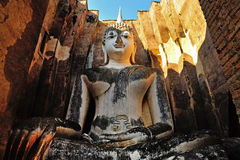 Alte Buddha-Statue. Historischer Park Sukhothai stockbild