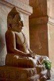 Alte Buddha-Statue innerhalb größten buddhistischen Tempels I Dhammayan Lizenzfreies Stockbild