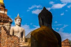 Alte Buddha-Statuen der Rückseite bei Wat Yai Chai Mongkhon Ayutthaya T lizenzfreie stockfotografie