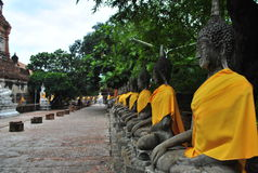 Alte Buddha-Statuen im alten Tempel Lizenzfreies Stockfoto