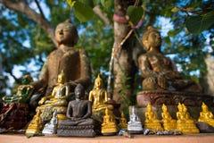 Alte buddhistische Statuen Stockbild