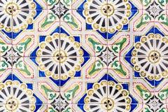 Alte bunte azulejos - handgemalte Fliesen von Lissabon Stockfotografie