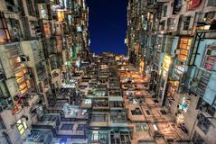 Alte bunte Wohnungen in Hong Kong Lizenzfreie Stockfotos