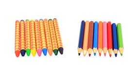 Alte bunte Zeichenstifte und hölzerne Bleistifte Lizenzfreies Stockbild