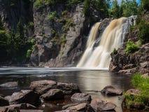 Alte cadute al fiume di battesimo del parco di stato di Tettegouche 1 Immagini Stock Libere da Diritti