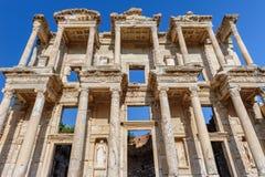 Alte Celsiusbibliothek in Ephesus, die Türkei Stockbild