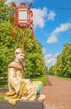 Alte Chinesisch-ähnliche Parkskulptur lizenzfreie stockbilder