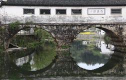 Alte chinesische überdachte Brücke Stockbild
