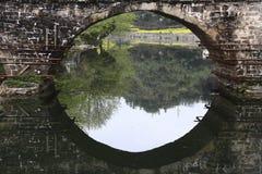Alte chinesische überdachte Brücke Lizenzfreies Stockbild
