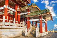Alte chinesische Architektur unter dem blauen Himmel lizenzfreie stockfotos