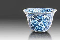 Alte chinesische Blumenmuster-Artmalerei auf der keramischen Schüssel Lizenzfreie Stockfotografie