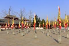 Alte chinesische Dracheflaggen im Quadrat von datang furong arbeiten, luftgetrockneter Ziegelstein rgb im Garten Stockbilder