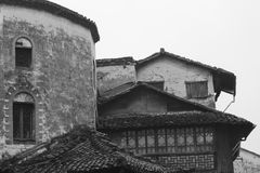 Alte chinesische Gebäude und Dächer Stockbilder
