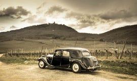 Alte Citroen-ganster Limousine vor dem Haut-Koenigsbourgini Frankreich stockfoto