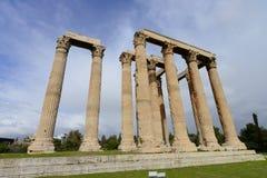 Alte colonne in aumento del tempio di Zeus a Atene Fotografia Stock