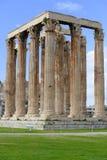 Alte colonne del tempio di Zeus a Atene Fotografia Stock Libera da Diritti