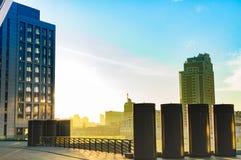 Alte costruzioni della città nel tramonto Immagine Stock