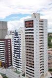 Alte costruzioni di appartamento di aumento Immagini Stock