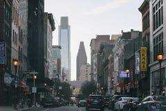 Alte costruzioni di aumento dentro in città Fotografia Stock Libera da Diritti