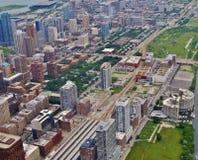 Alte costruzioni di aumento a lungomare del centro di Chicago Immagini Stock Libere da Diritti
