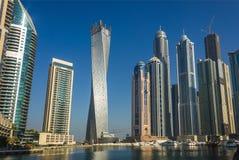 Alte costruzioni e vie di aumento nel Dubai, UAE Fotografie Stock Libere da Diritti