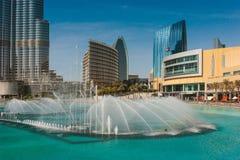 Alte costruzioni e vie di aumento nel Dubai, UAE Immagini Stock