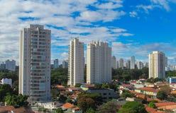 Alte costruzioni moderne nella città Immagini Stock Libere da Diritti
